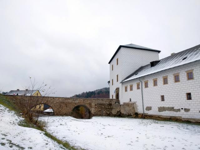 Hrad a zámek Kolštejn v Branné
