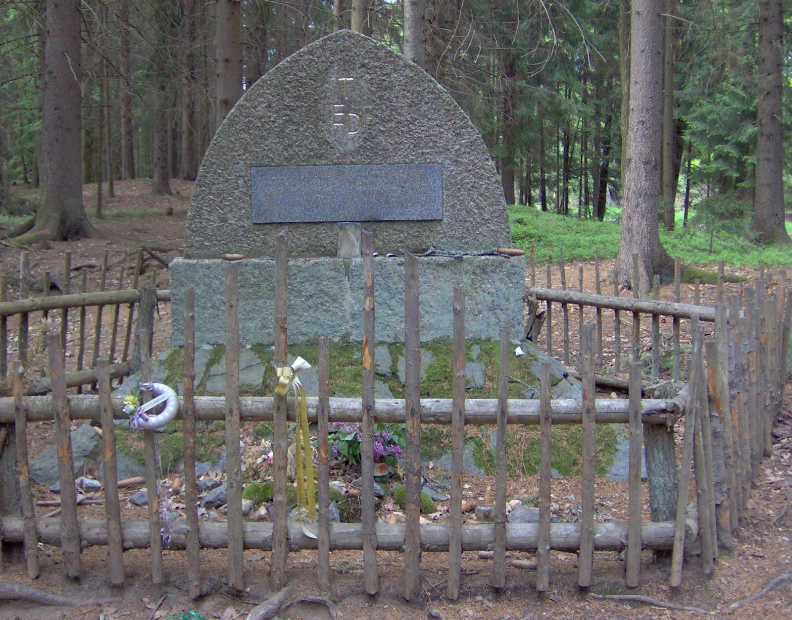 Pomník Emy Destinové