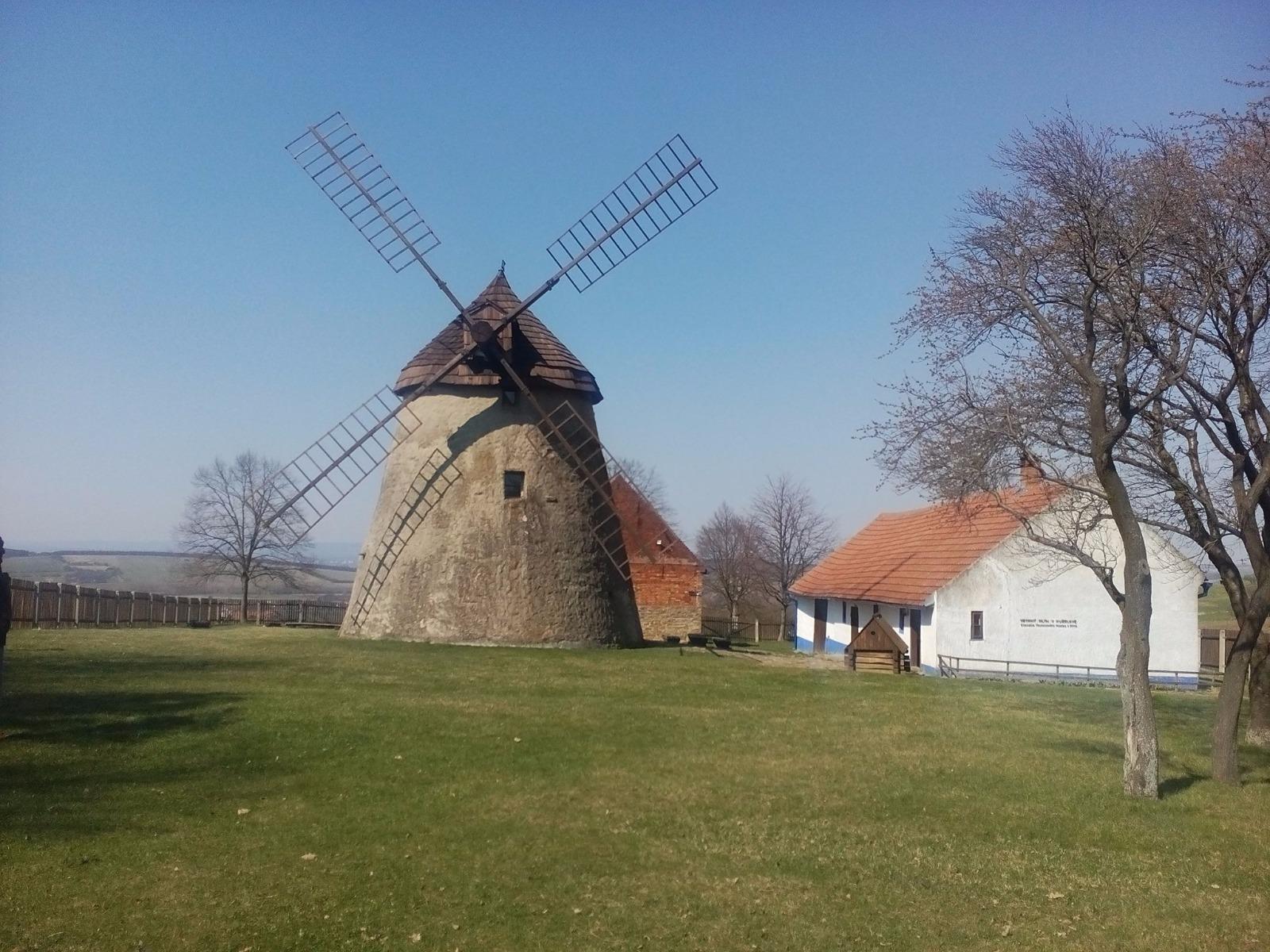 Větrný mlýn v Kuželově
