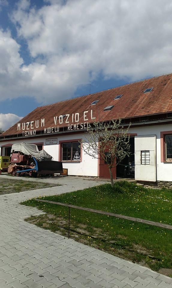 Muzeum historických vozidel, stará zemědělská technika a selská jizba - Pořežany