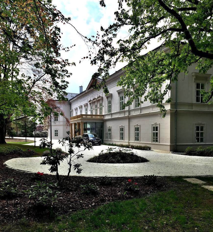 Zámek a park Ratměřice