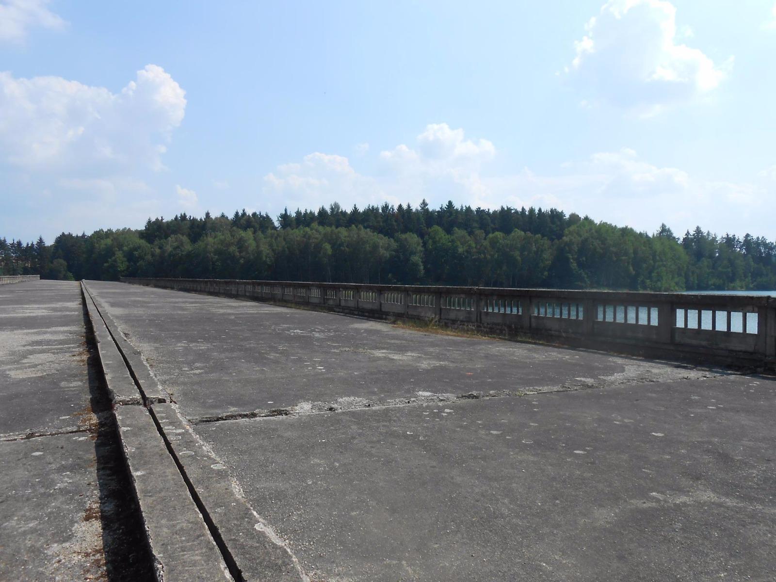 Nedokončený most Hitlerovy dálnice Borovsko