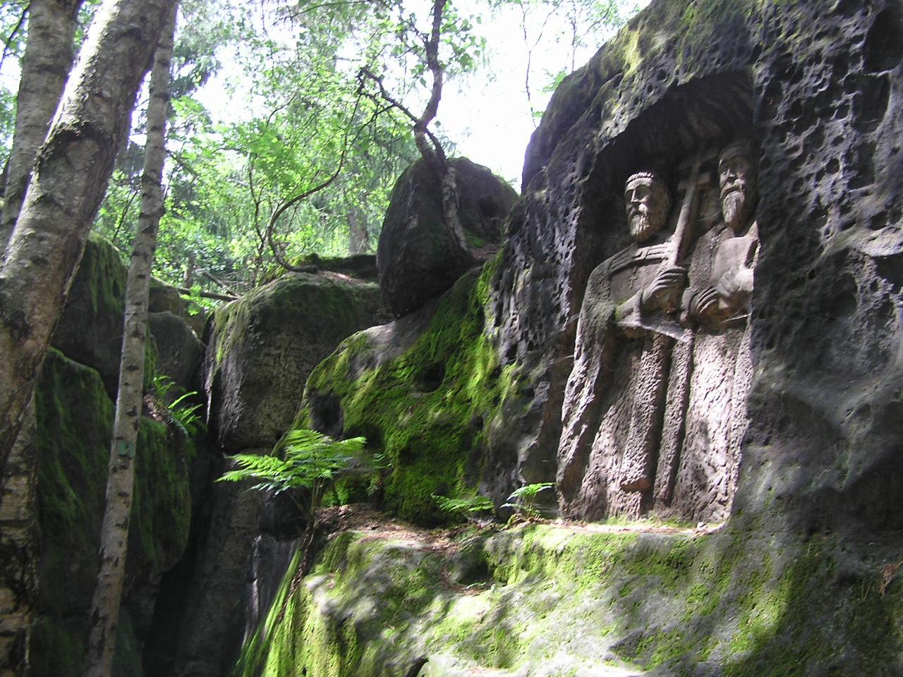 Kopicův statek a skalní reliéfy