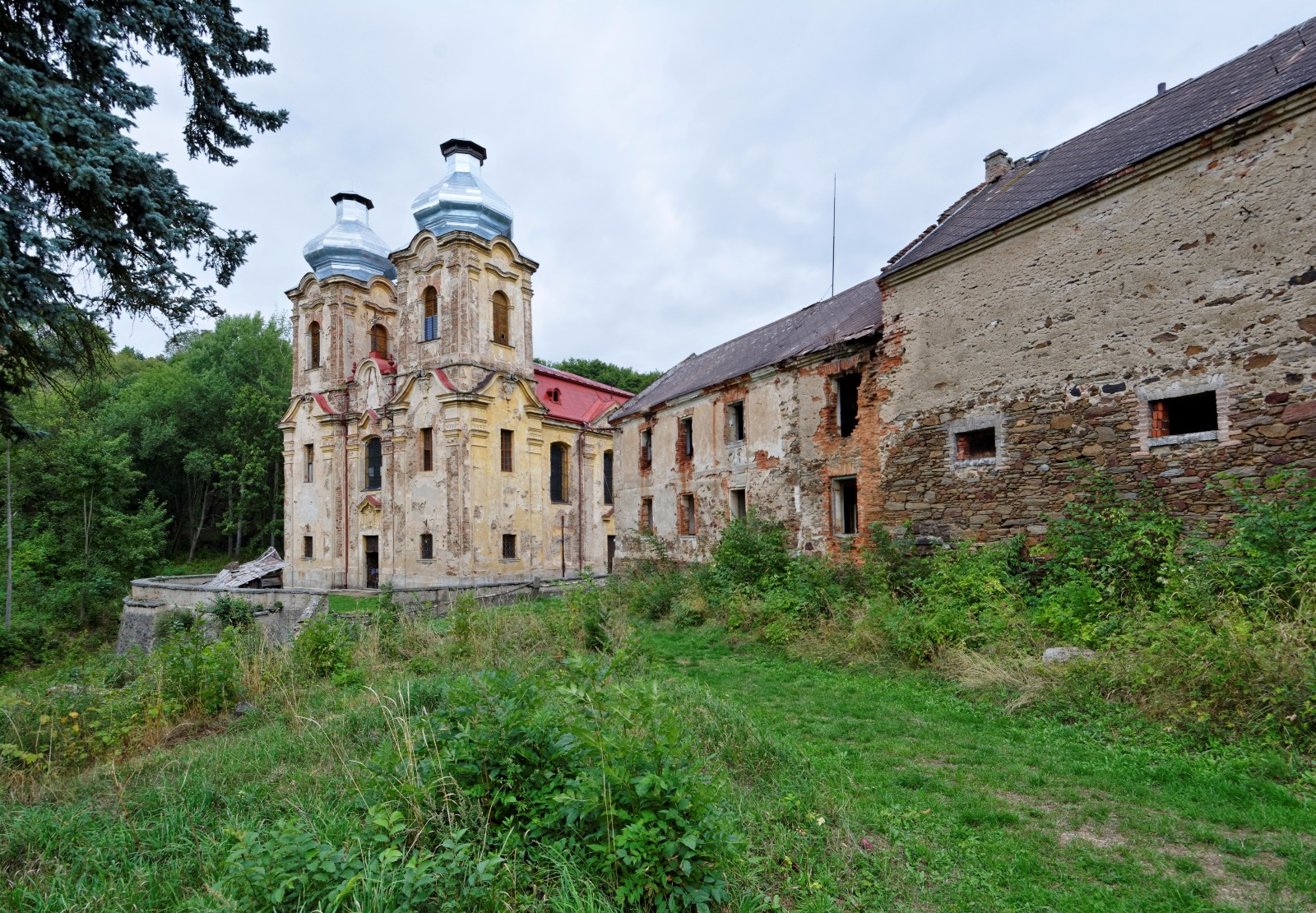 Church_of_the_Visitation_of_Our_Lady_in_Skoky_(8384).jpg