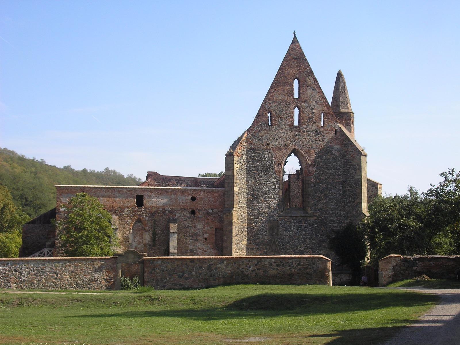 Zřícenina kláštera Rosa coeli